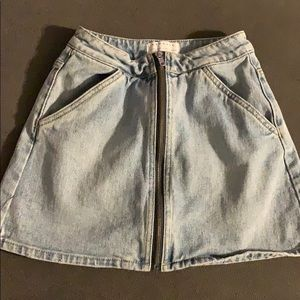 Kendall @ Kylie Jean skirt size 23